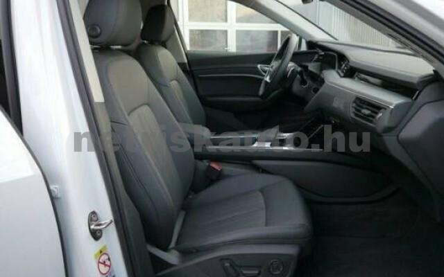 AUDI e-tron személygépkocsi - 2000cm3 Kizárólag elektromos 42577 4/7