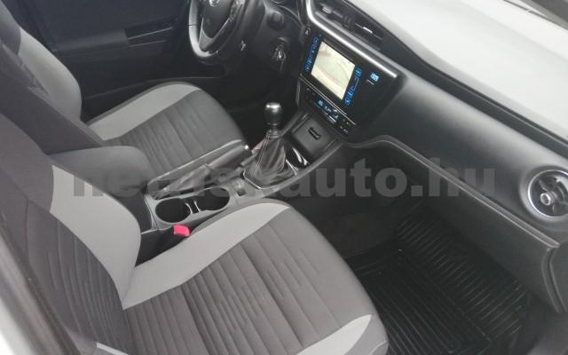 TOYOTA Auris 1.4 D-4D Live Plus személygépkocsi - 1364cm3 Diesel 89215 5/11