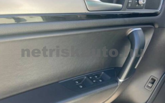 Touareg személygépkocsi - 2967cm3 Diesel 106385 10/12