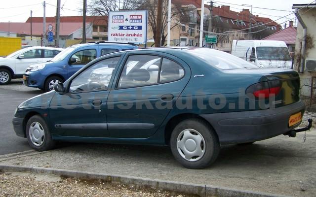 RENAULT Mégane 1.4 RN személygépkocsi - 1390cm3 Benzin 44623 3/10