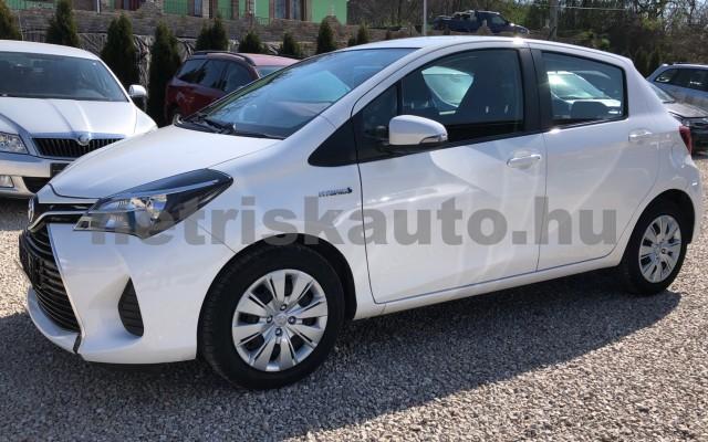 TOYOTA Yaris 1.5 HSD Active e-CVT személygépkocsi - 1497cm3 Hybrid 81435 2/12