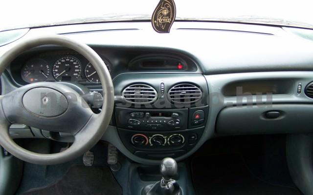 RENAULT Mégane 1.4 RN személygépkocsi - 1390cm3 Benzin 44623 8/10