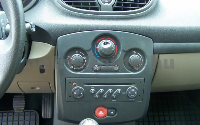 RENAULT Clio 1.2 16V Taboo személygépkocsi - 1149cm3 Benzin 98310 9/12