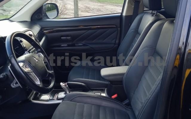 MITSUBISHI Outlander 2.0 PHEV Instyle Navi 4WD CVT EU6 személygépkocsi - 1998cm3 Hybrid 16585 4/11
