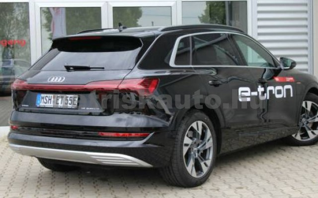AUDI e-tron személygépkocsi - 2000cm3 Kizárólag elektromos 42571 2/7