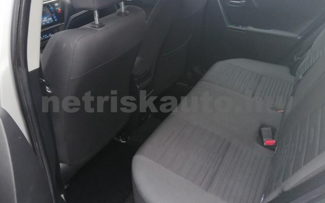 TOYOTA Auris 1.4 D-4D Live Plus személygépkocsi - 1364cm3 Diesel 89215 6/11