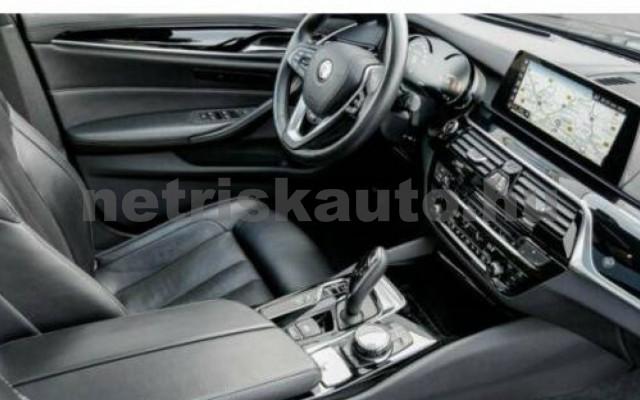 550 személygépkocsi - 4395cm3 Benzin 105128 3/10