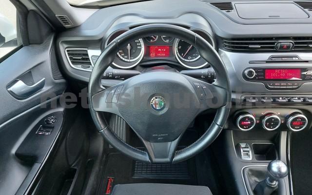 ALFA ROMEO Giulietta 1.6 JTDM-2 Distinctive személygépkocsi - 1598cm3 Diesel 76868 10/29