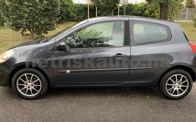 RENAULT Clio 1.4 16V Dynamique személygépkocsi - 1390cm3 Benzin 106537 2/29