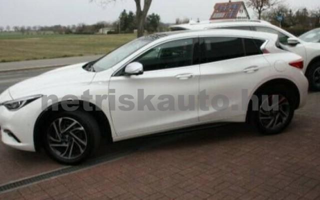 INFINITI Q30 személygépkocsi - 1595cm3 Benzin 110370 12/12