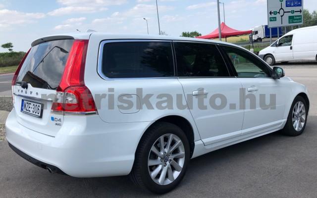 VOLVO V70/XC70 2.4 D [D5] Dyn. Ed. Kin. Geart személygépkocsi - 2400cm3 Diesel 98324 4/12