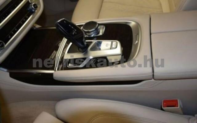 BMW 750 személygépkocsi - 4395cm3 Benzin 43000 6/7