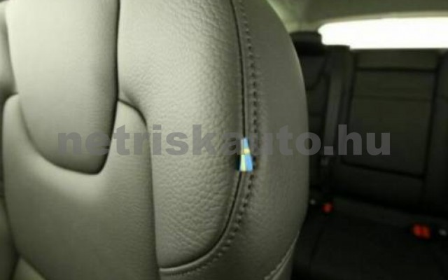 V60 személygépkocsi - 1969cm3 Hybrid 106399 8/10