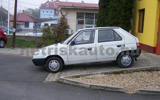 SKODA Favorit 1.3 135 Lux személygépkocsi - 1289cm3 Benzin 93265 2/12