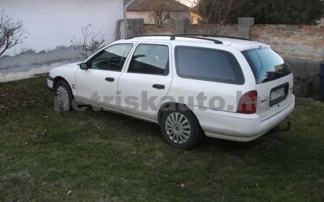 FORD Mondeo Mondeo Turnier 2.0 16V CLX  személygépkocsi - 1998cm3 Benzin 25815 3/3