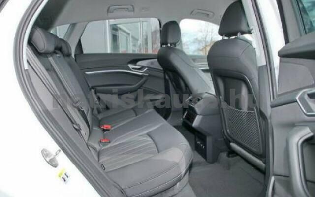 AUDI e-tron személygépkocsi - 2000cm3 Kizárólag elektromos 42575 4/7