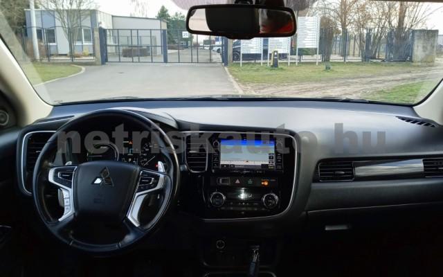 MITSUBISHI Outlander 2.0 PHEV Instyle Navi 4WD CVT EU6 személygépkocsi - 1998cm3 Hybrid 16585 10/11