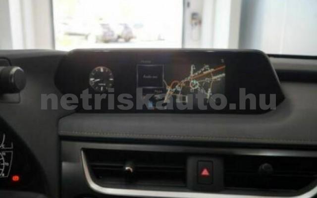 UX személygépkocsi - 1987cm3 Hybrid 105645 10/12