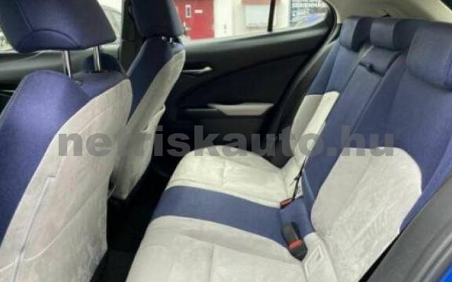 UX személygépkocsi - 1987cm3 Benzin 105644 9/11