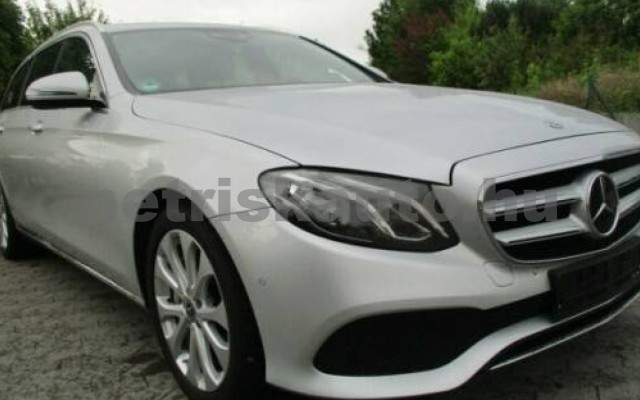 E 400 személygépkocsi - 3498cm3 Benzin 105845 11/12