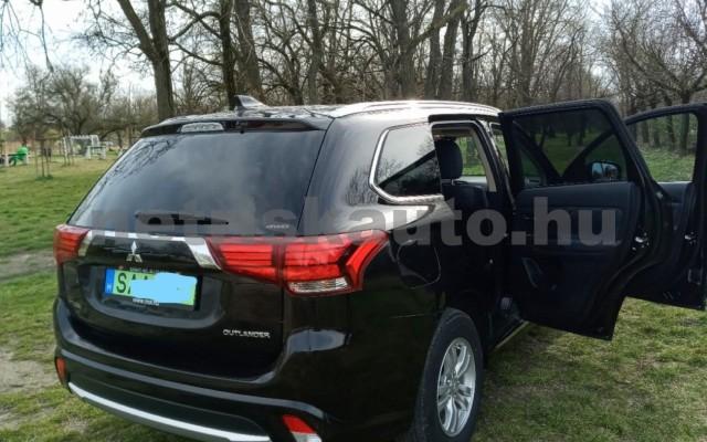 MITSUBISHI Outlander 2.0 PHEV Instyle Navi 4WD CVT EU6 személygépkocsi - 1998cm3 Hybrid 16585 3/11