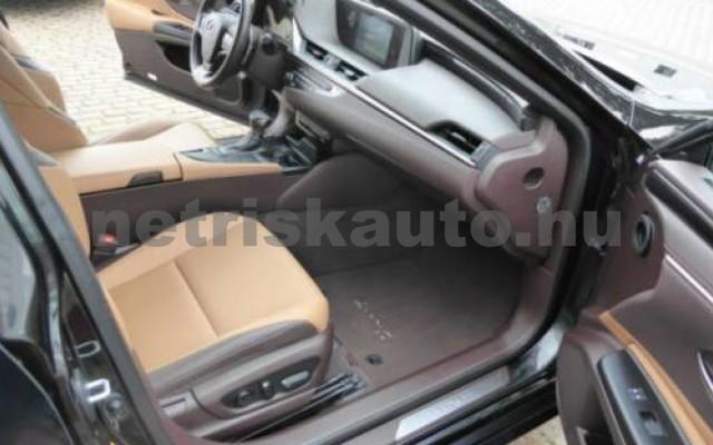 ES 300 személygépkocsi - 2487cm3 Hybrid 105613 8/12