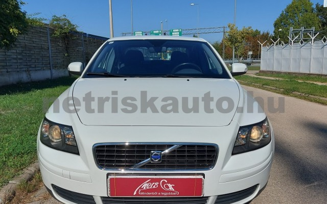 VOLVO S40 2.0 Momentum személygépkocsi - 1999cm3 Benzin 52507 2/28