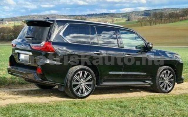LX 570 személygépkocsi - 5663cm3 Benzin 105666 2/12
