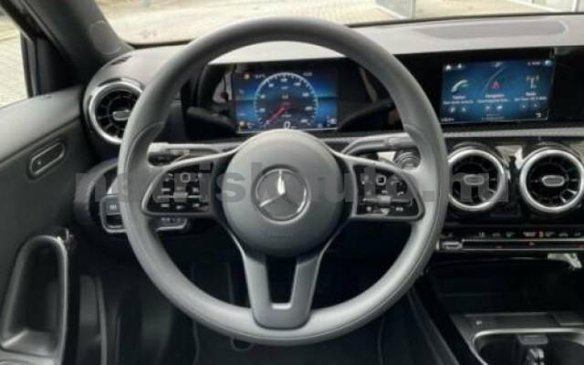 A 220 személygépkocsi - 1991cm3 Benzin 105720 11/12
