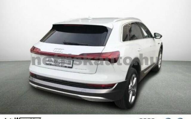 AUDI e-tron személygépkocsi - 2000cm3 Kizárólag elektromos 42569 2/7