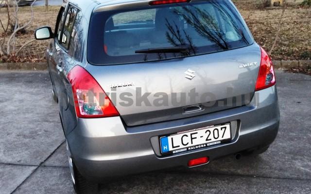 SUZUKI Swift 1.3 GLX CD AC személygépkocsi - 1328cm3 Benzin 27702 3/11