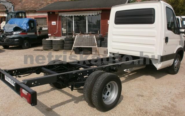 IVECO 35 35 C 18 3450 Aut. tehergépkocsi 3,5t össztömegig - 2998cm3 Diesel 44689 2/9