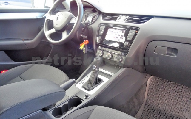 SKODA Octavia 1.6 CR TDI Elegance DSG személygépkocsi - 1598cm3 Diesel 18625 12/12